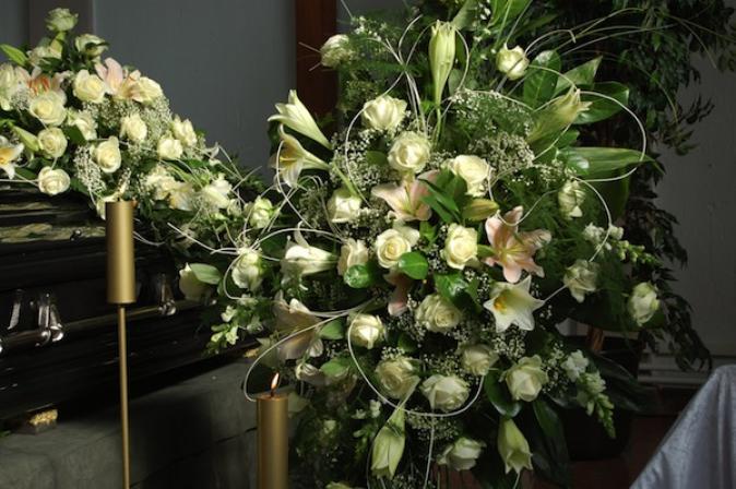 Blumenschmuck für Beerdigungen von W Zehner Bestattungen